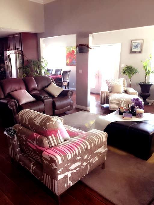 LARGE MODERN POOL HOME+BIG BBQ四房超大屋 - Chino hills  - Haus