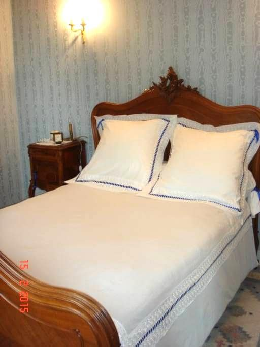 Chambre style Louis XV - Colombes - Bed & Breakfast