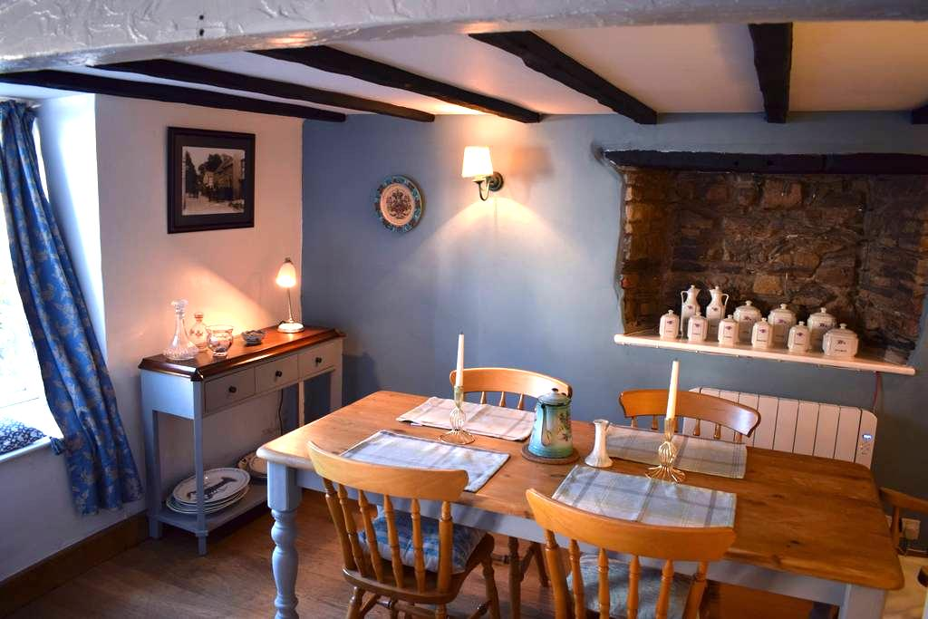 Cosy Cottage in the Heart of Croyde Village. - Croyde - House