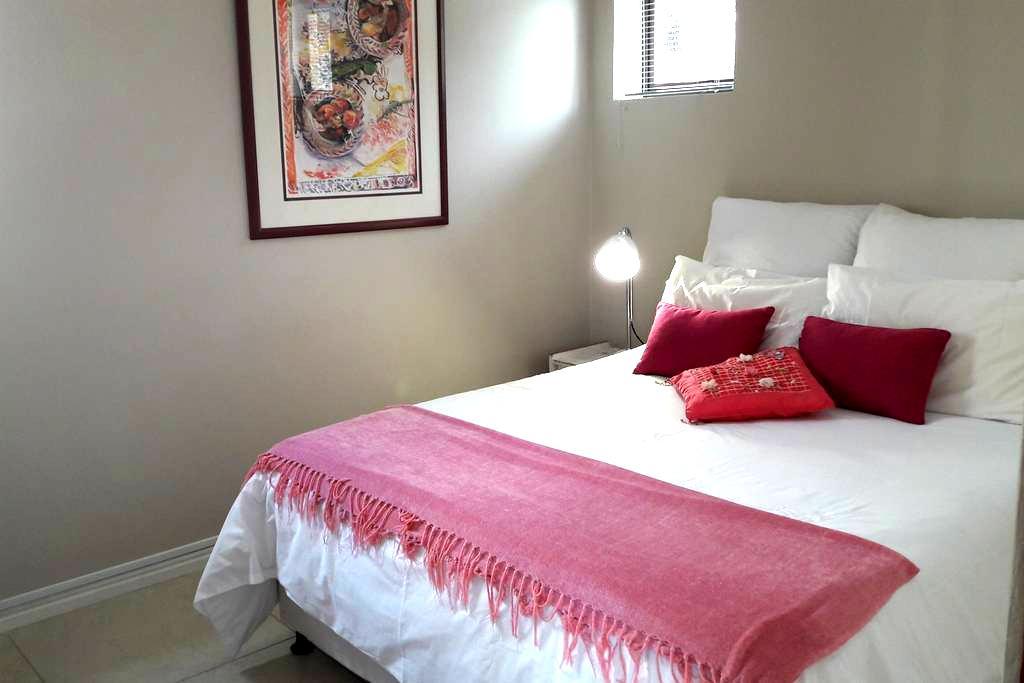 Light Modern Apartment - Central Cape Town - Cape Town