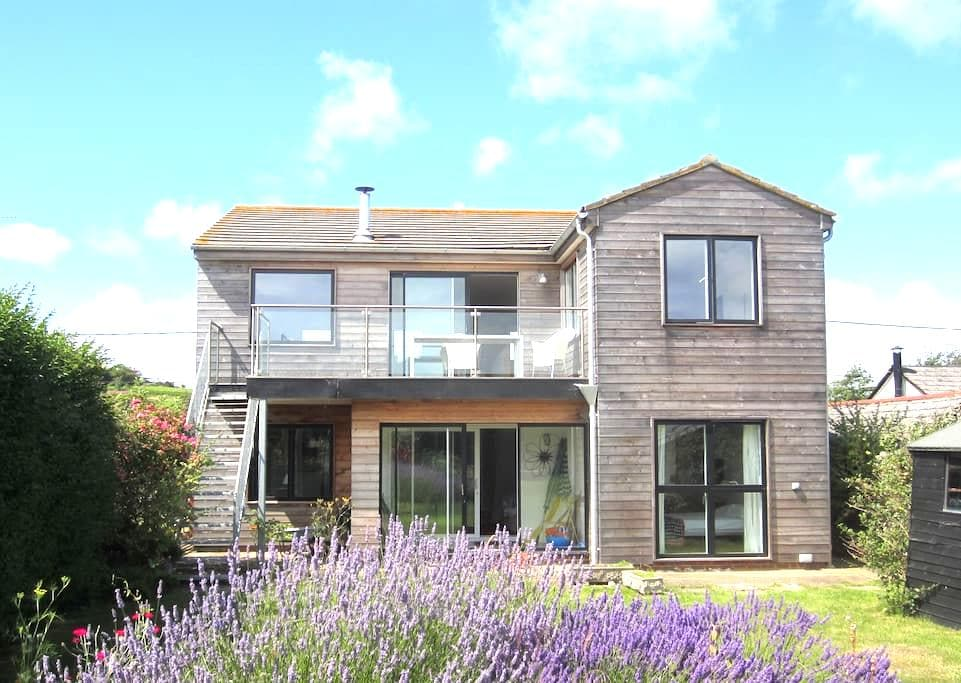A proper beach house with great views - Pett Level - House