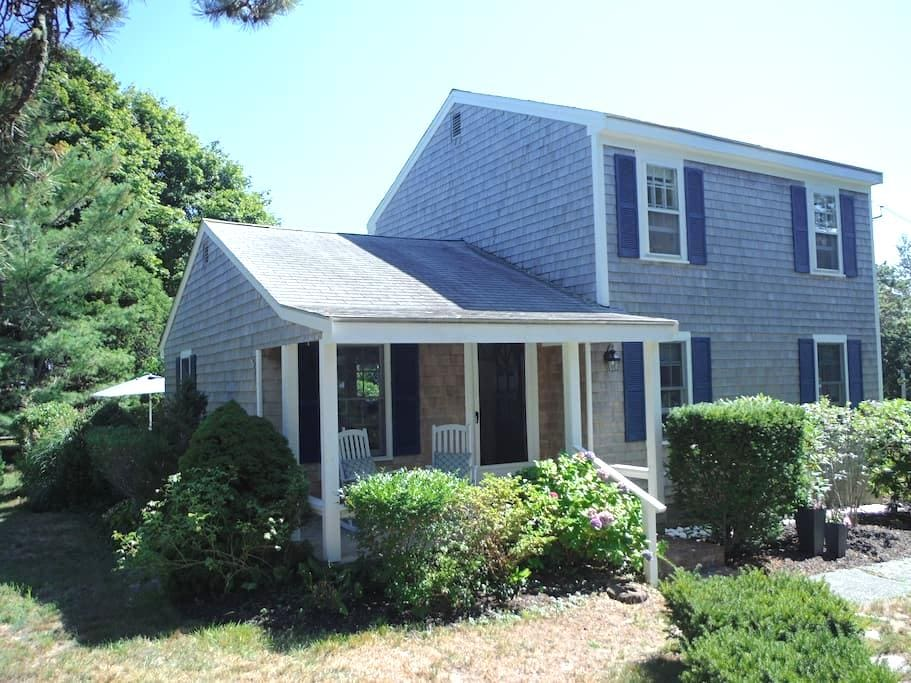 Charming Chatham Cottage w/ Wonderful Ocean Breeze - Chatham - Casa