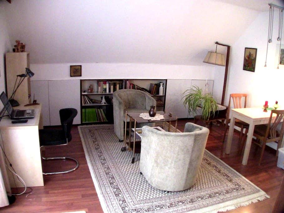 Apartment with balcony and large patio in Kaarst - Kaarst - Huoneisto