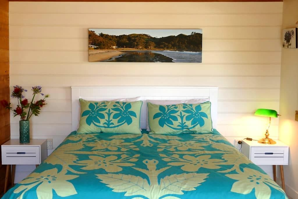Beachside Coromandel Cabin - Whangapoua - Kulübe