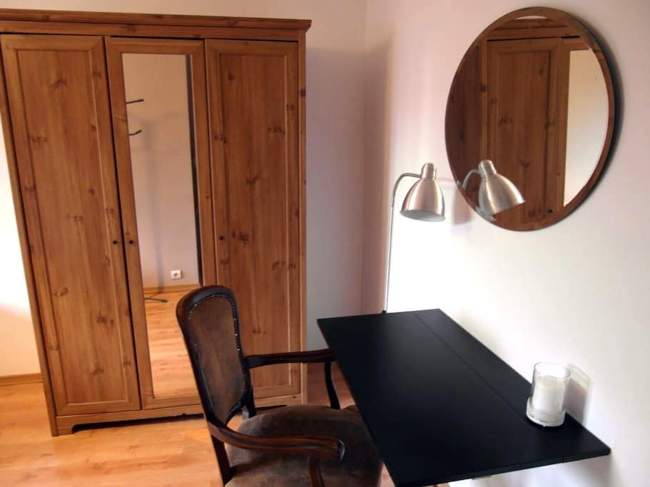 Cozy private room + FREE airport pick-up! - Baranowo - Casa adossada