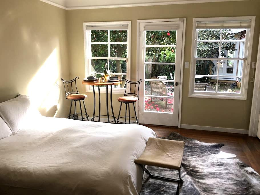 Luxury Mountain Top Romantic Room - Berkeley - House