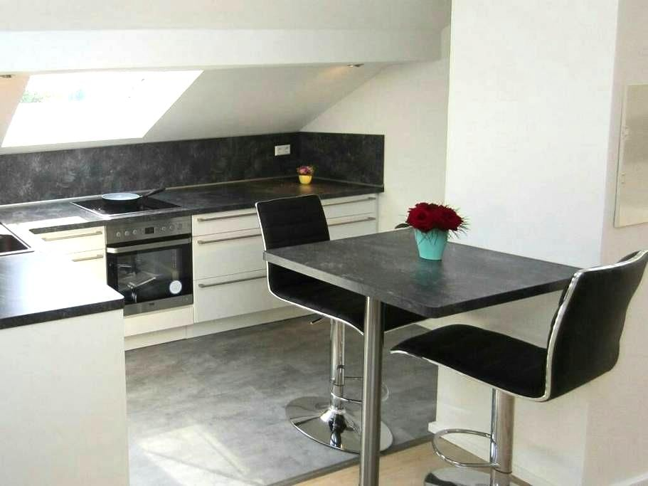 Moderne DG-Wohnung; Top Lage - Hockenheim - Lejlighed