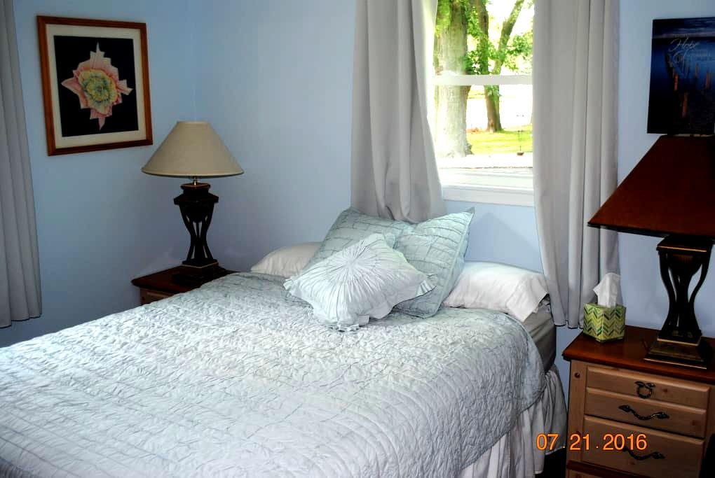Small Town Home Close to Big City (Madison) Life - Stoughton - House