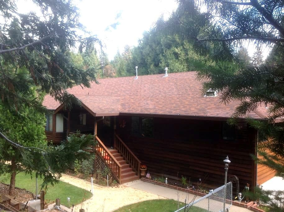 Peaceful Room with Full Breakfast - Pollock Pines