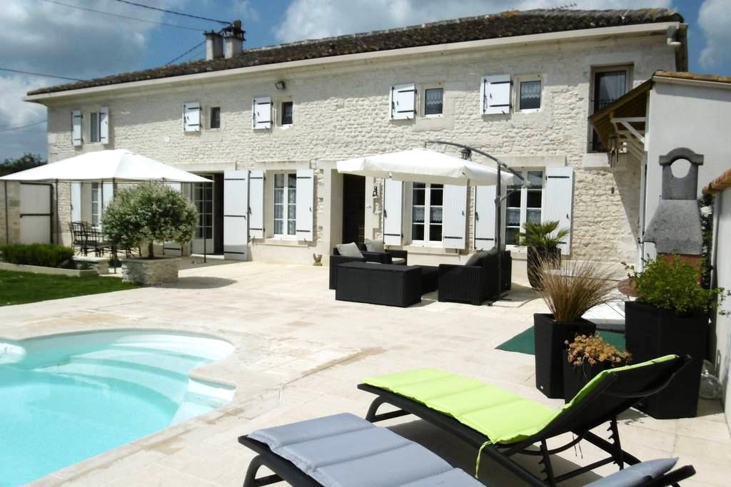 Chambre d'hôte près de Saintes 17 - Saint-Sever-de-Saintonge - Oda + Kahvaltı