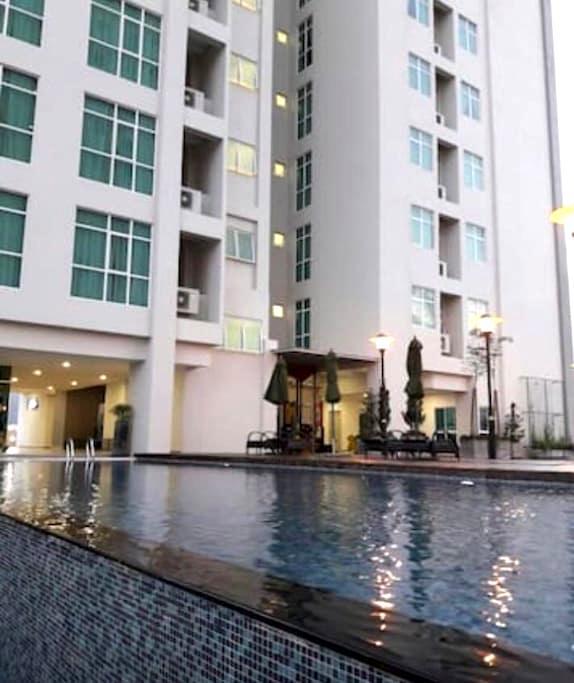 2 Bedroom Suite in Town - Jelutong