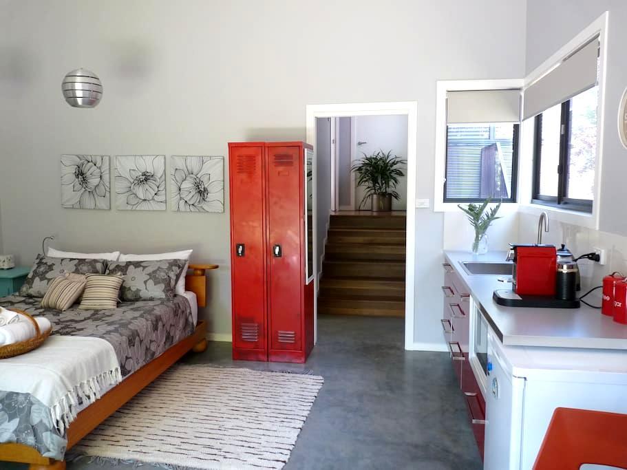 Studio Poroman - a hidden surprise - Weetangera, Canberra - 公寓