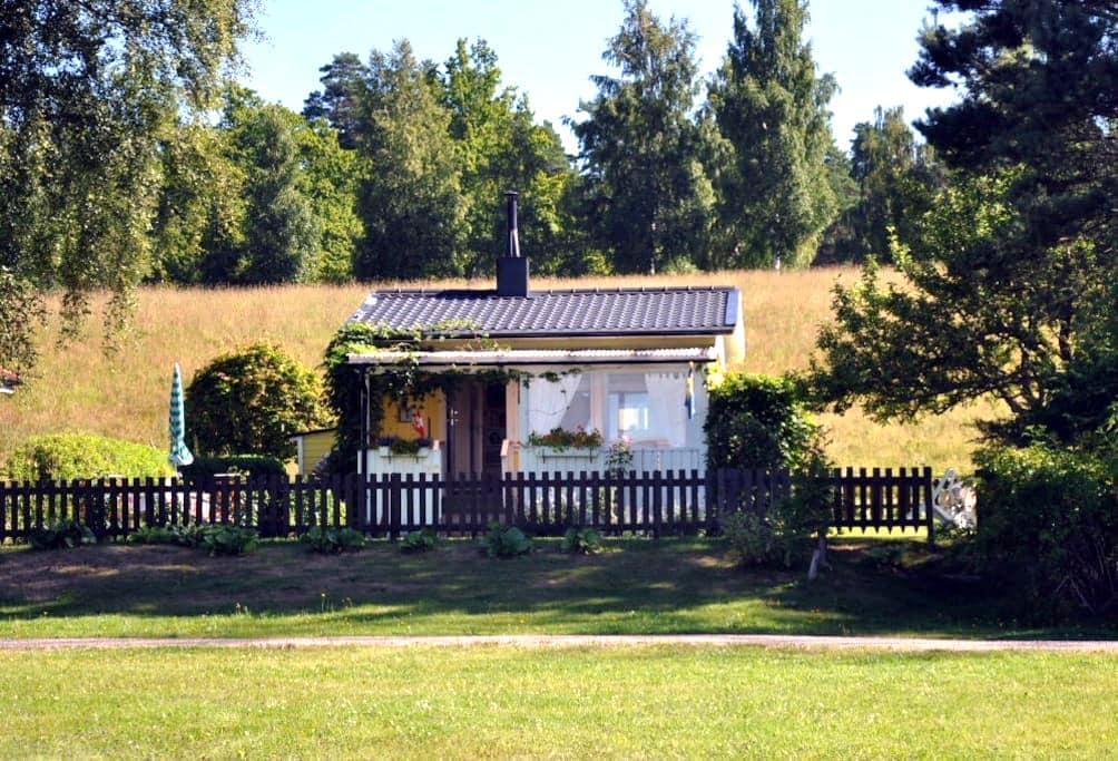 Cottage with a beautiful lake view - Vetlanda - บ้าน