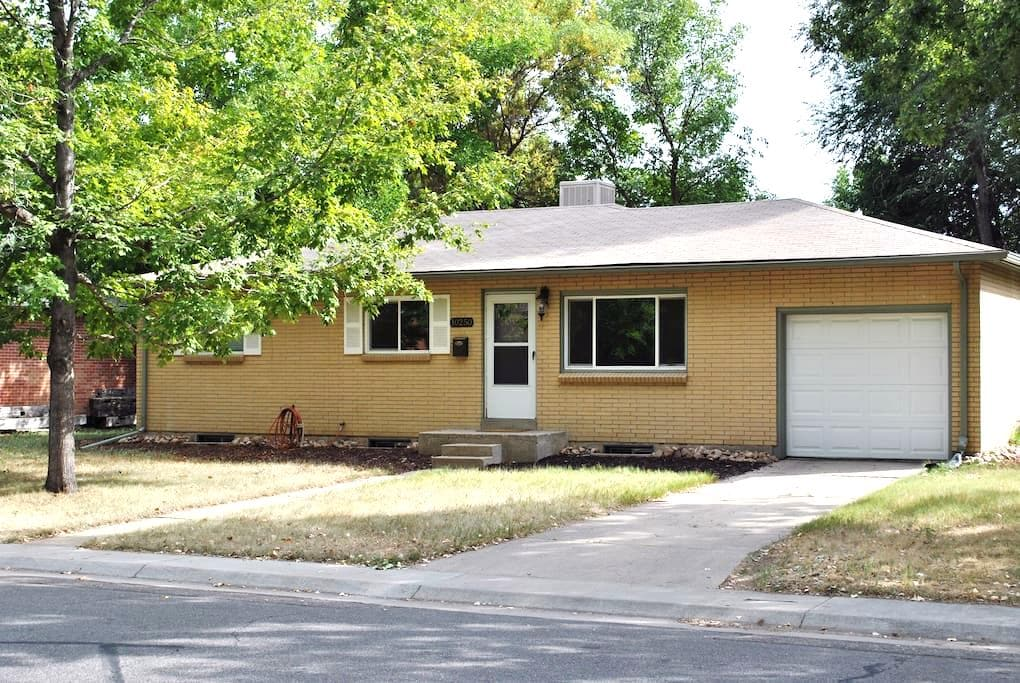Family Friendly Private Basement Suite - Arvada - Hus