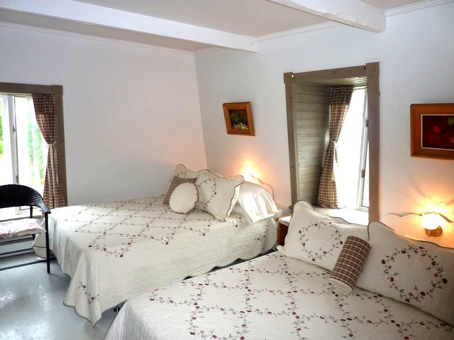2 Lits Aub. Petite Plaisance - La Malbaie - Bed & Breakfast
