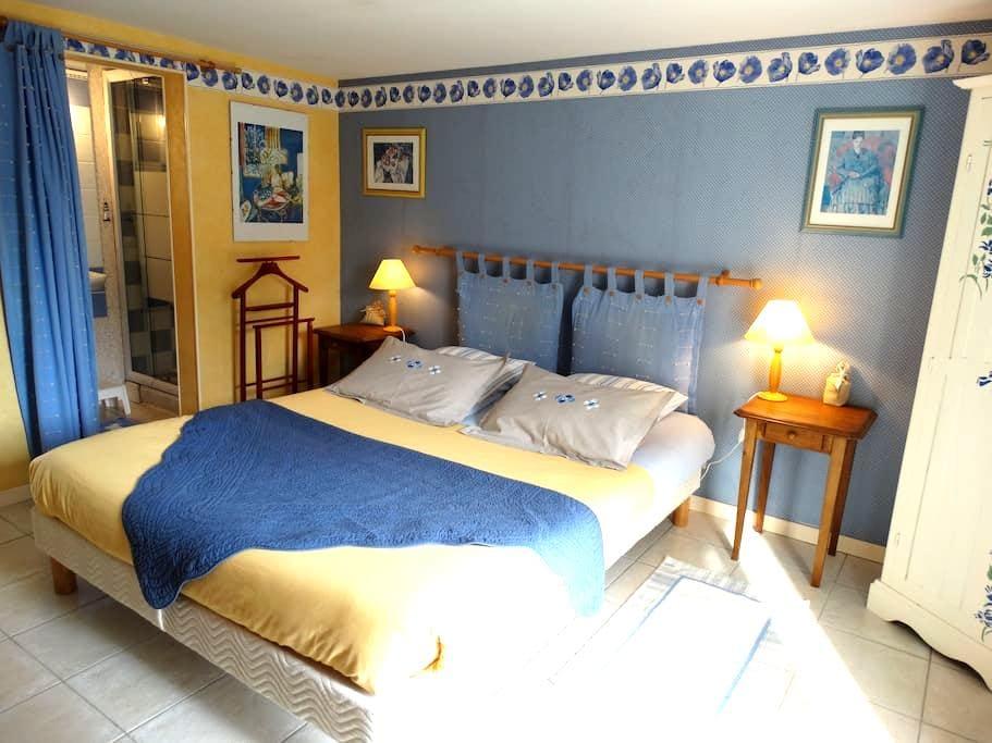 """Chambre d'hôtes ''Cézanne"""" - Cancale - Bed & Breakfast"""