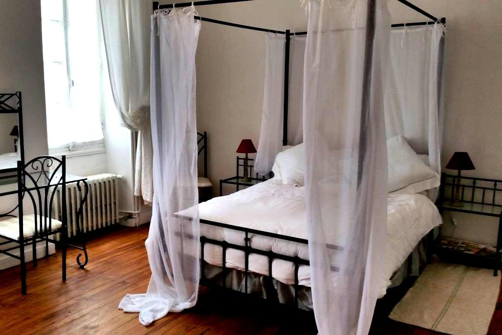 Romantic room in peaceful Charentais countryside - Le Tâtre - Bed & Breakfast