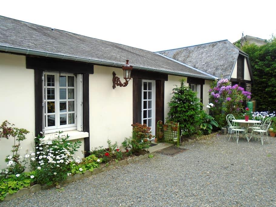 Basse Normandie 30 min du Mont St Michel - Saint-Hilaire-du-Harcouët - Guesthouse