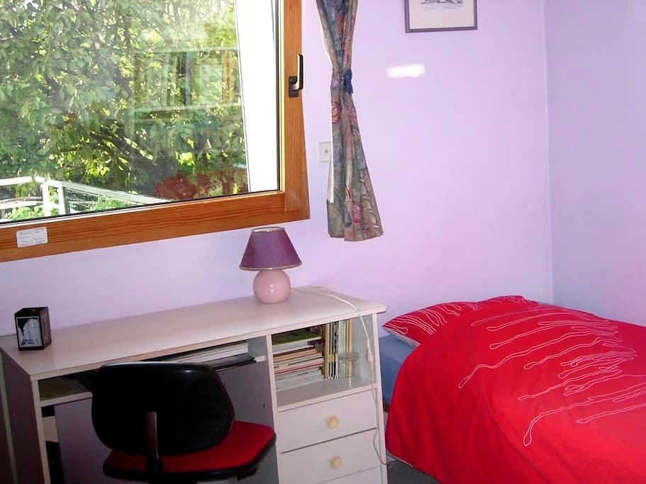 Belle chambre dans maison+cuisine RC - Besançon - Dům