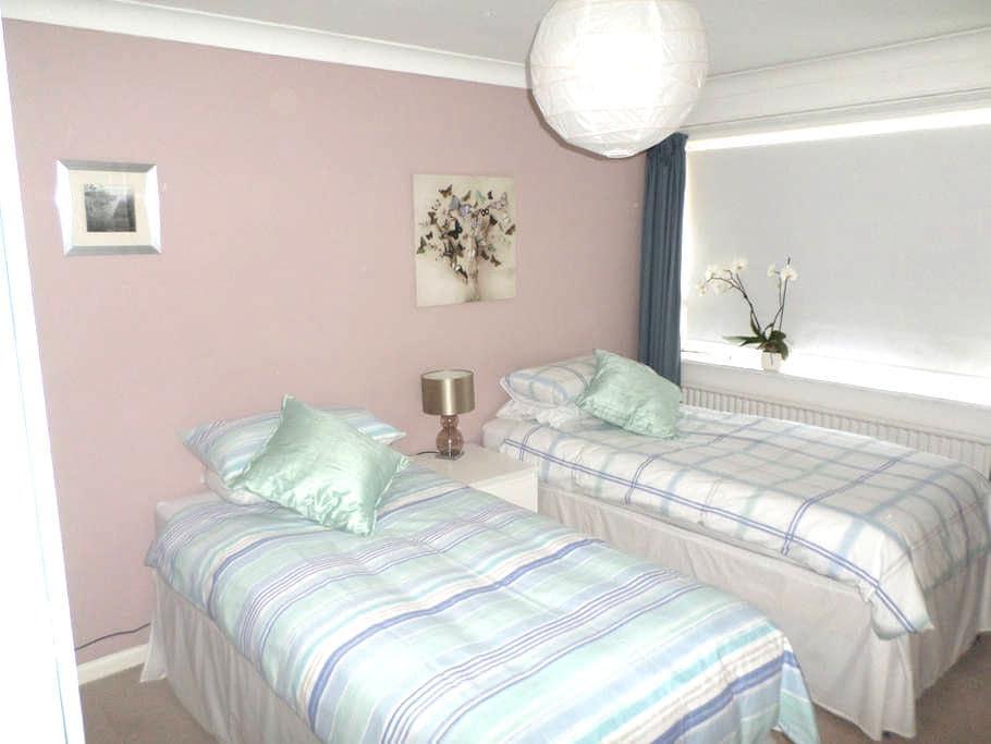 Cosy Twin Room in Quiet Cul de Sac - Lymington