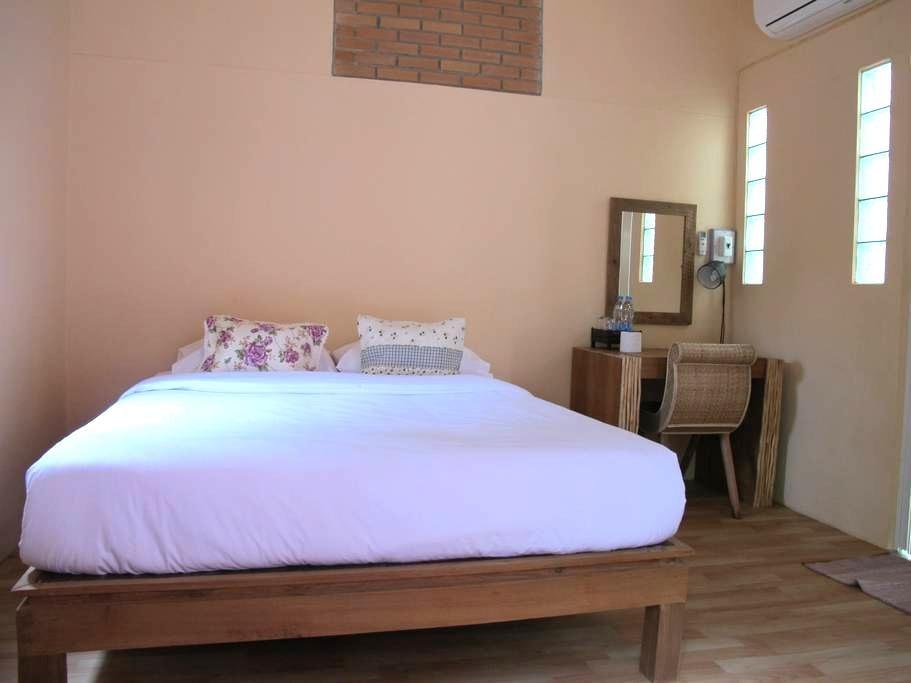 Fan & WiFi with Private bathroom_N4 - Mueang - Bed & Breakfast