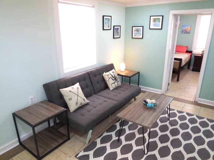 Sunny Side Downstairs- Newly Renovated! - Folly Beach