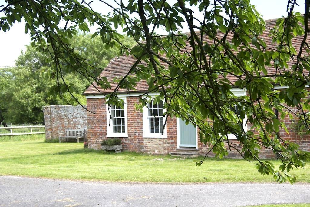 Stunning cottage near Rye - Lydd - 独立屋