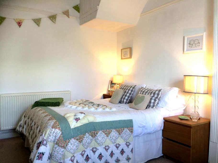 Seaside Ensuite cosy double room .. - Burry Port
