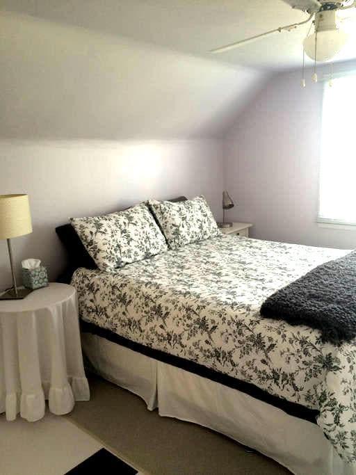 Quiet/Spacious Room/Queen size bed - Kimberley