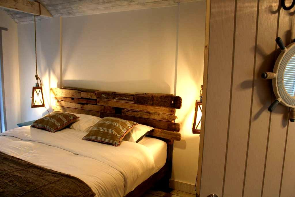 5* Cosy Snug, Gower Peninsula (breakfast included) - reynoldston