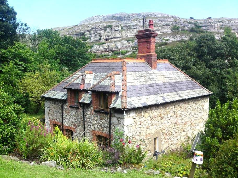 Lovely Stone Cottage in Llandudno - Penrhyn Bay - House