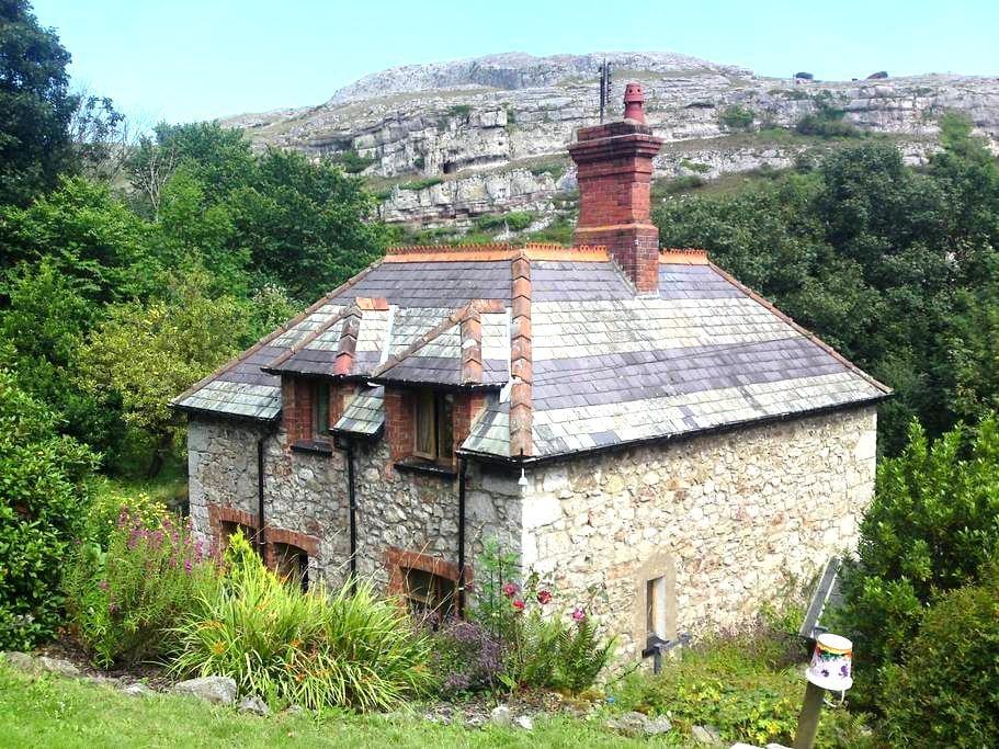 Lovely Stone Cottage in Llandudno - Penrhyn Bay - Haus
