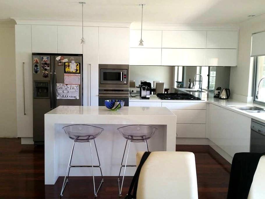 Modern home close to the beach - Duncraig - Bed & Breakfast