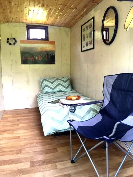 Horse Box Cabin, Wilderness Lodge, County Wicklow - Rathdrum - Cabin