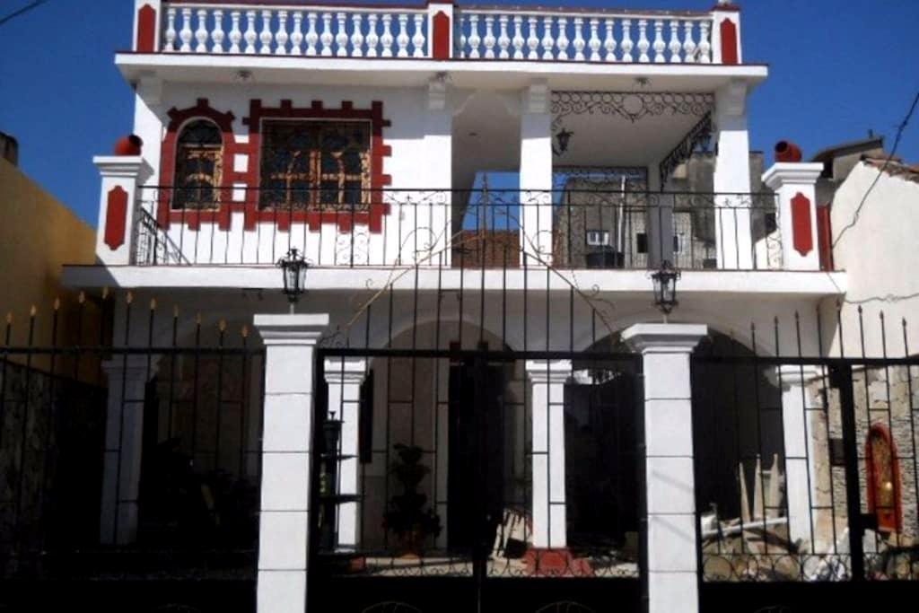 Chambre privée dans grande maison de style - Bayamo - Guesthouse
