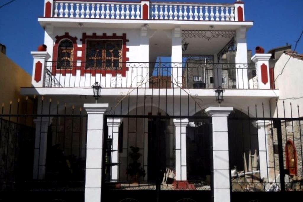 Chambre privée dans grande maison de style - Bayamo - Vendégház