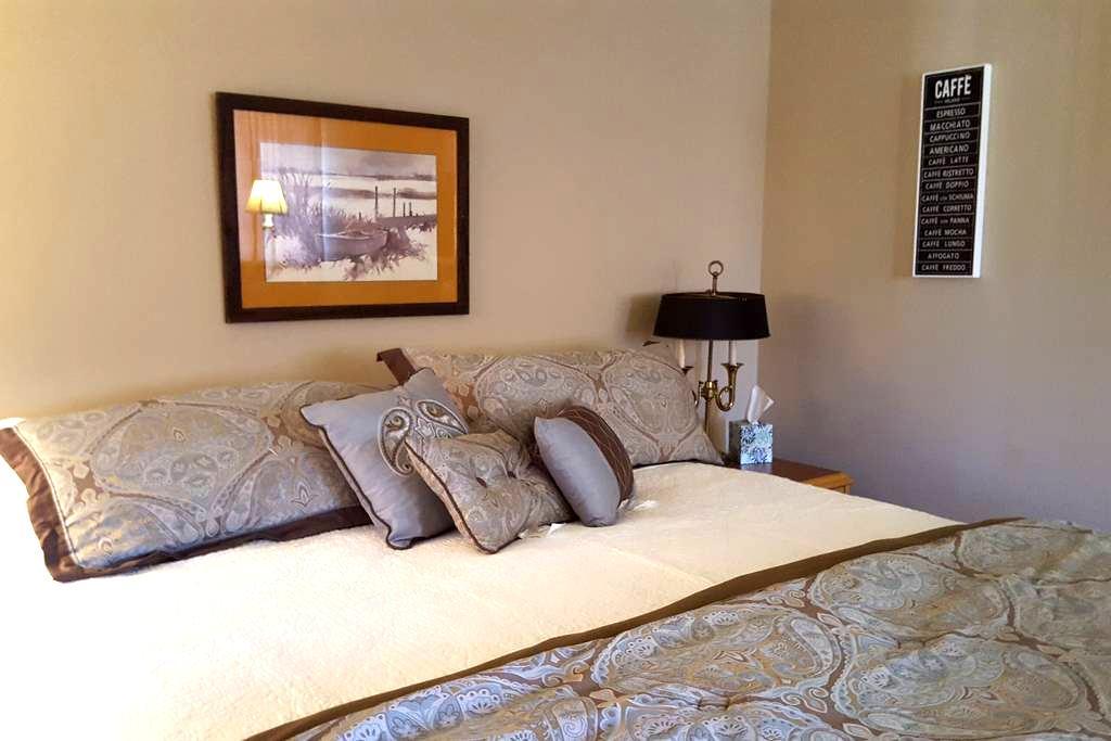 Cozy Suite Above Garage w/Bath Private entrance - Santa Clarita - Diğer
