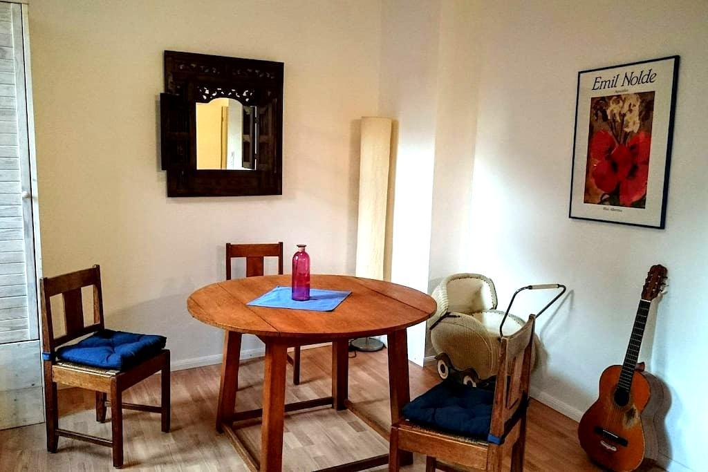 Schöne sanierte Altbauwohnung - Oldenburg - Apartament