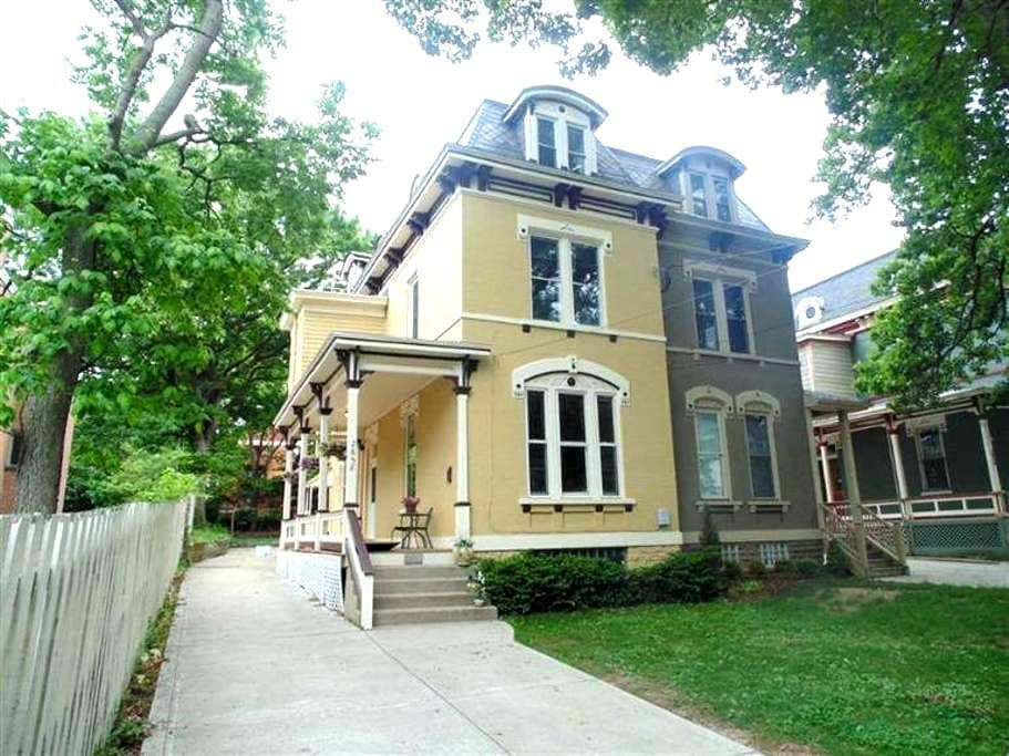 Charming Victorian near UC - Cincinnati - Rumah