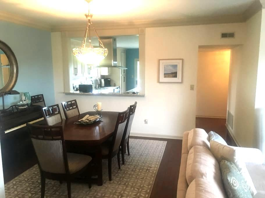 Private Bedroom in Beautiful Condo in Creve coeur - Creve Coeur - Kondominium