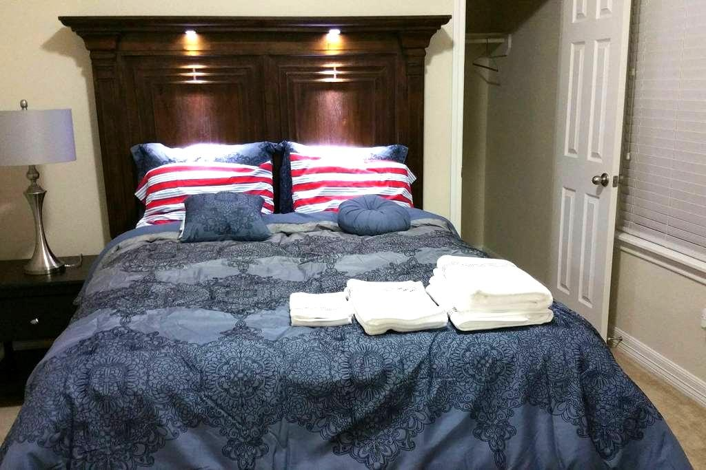 Comfortable Accommodation - Richmond - House
