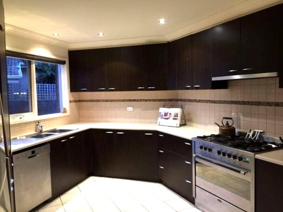 2 bed apartment - access Melbourne's best features - Dingley Village - Apartamento