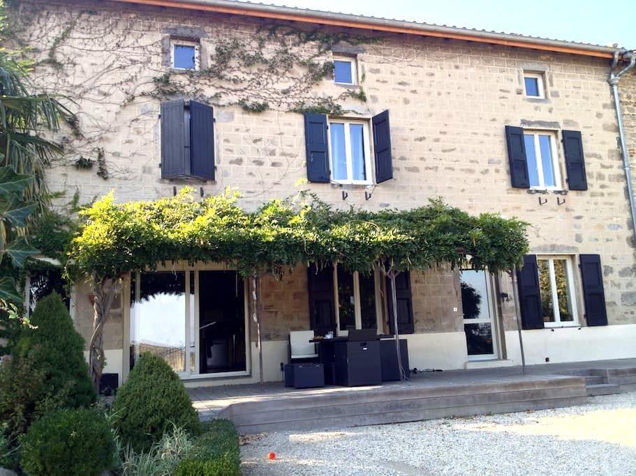 Une chambre maison de campagne - Chassagny - Dom