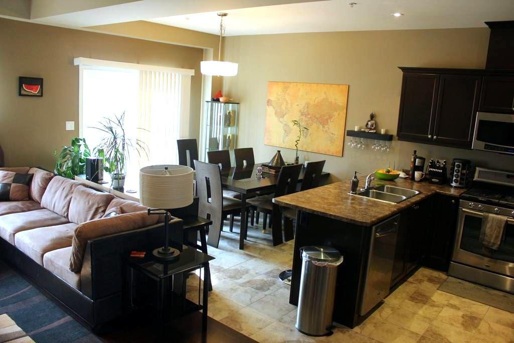 Modern Comfort in Heart of Niagara - St Catharines - Hus