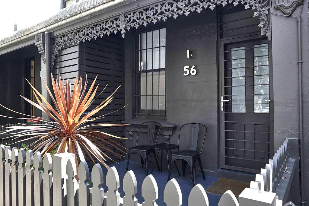 Half a House. Newly Renovated. Lux Modern Style. - 红坊区 - 独立屋