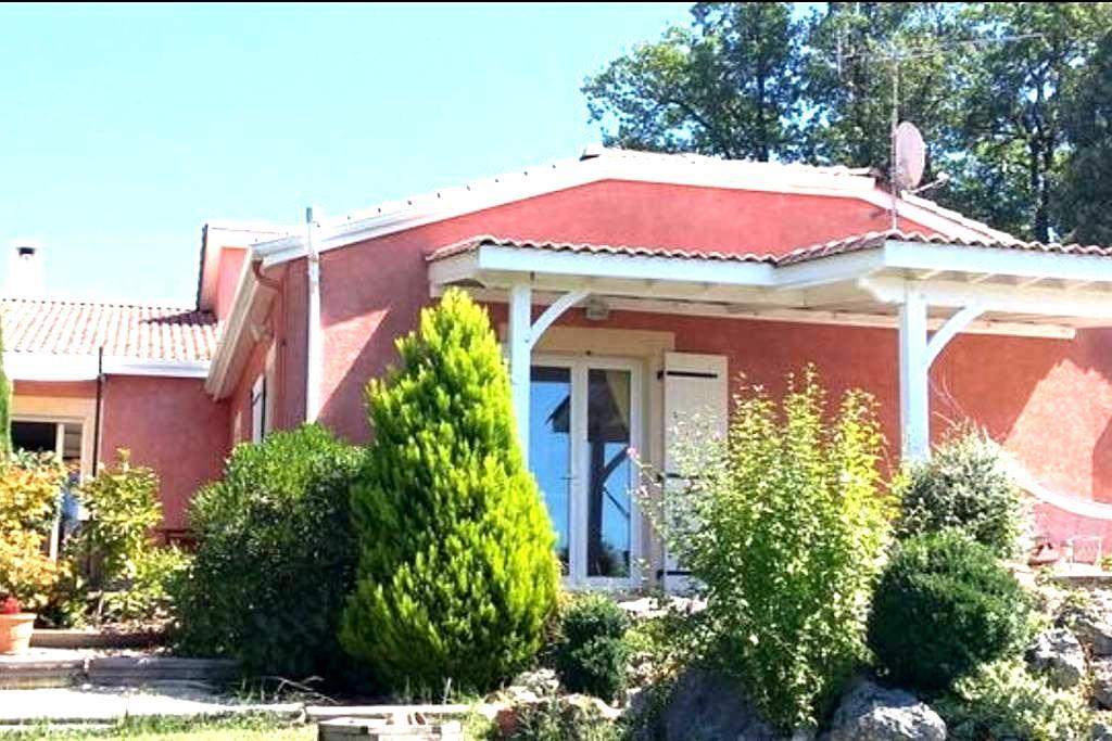 Villa panorama unique - 2 chambres - Ste Livrade sur Lot - วิลล่า