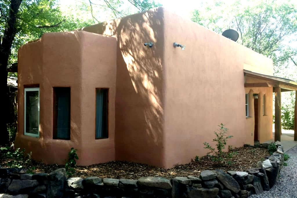 Charming Taos adobe casita - Taos - Hus