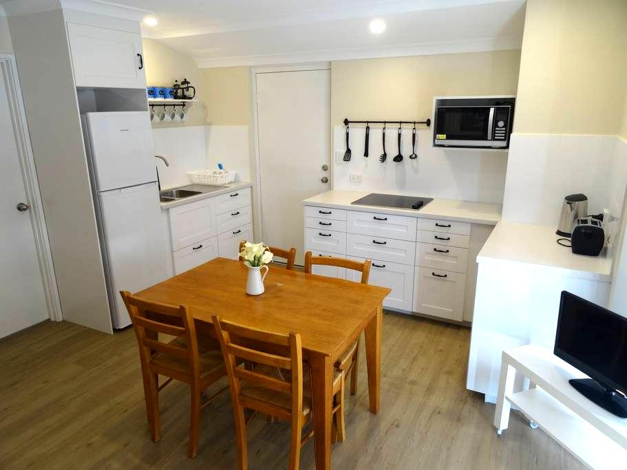 New Private, Spacious 1 Bed Flatlet - Canning Vale - House