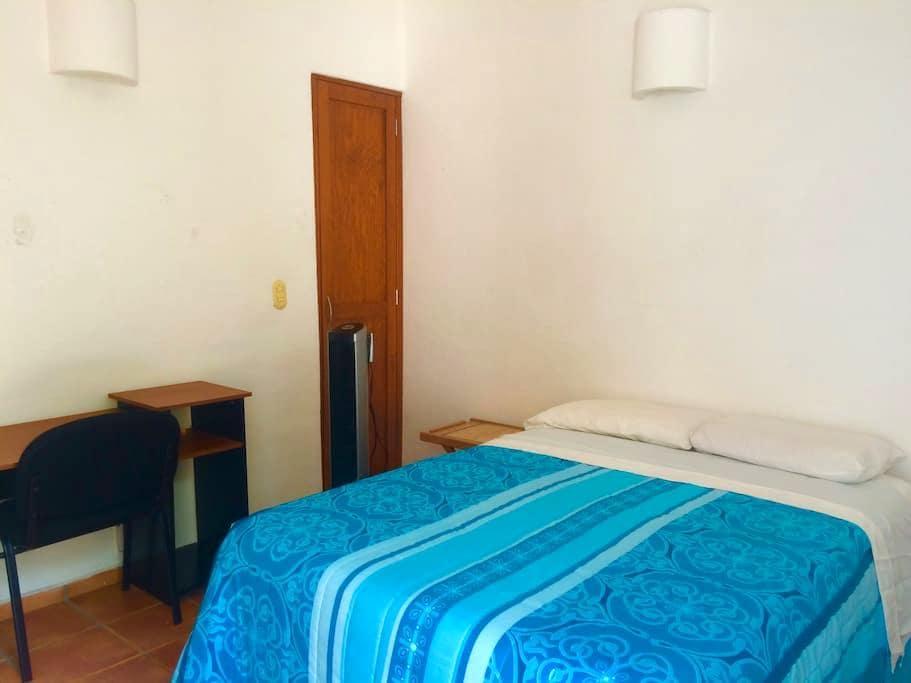Habitación independiente de casa con baño completo - Juriquilla - Haus