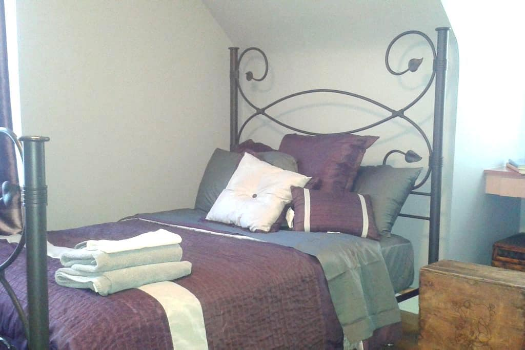 Cozy Bedroom near O`Hare Airport - Bensenville - House